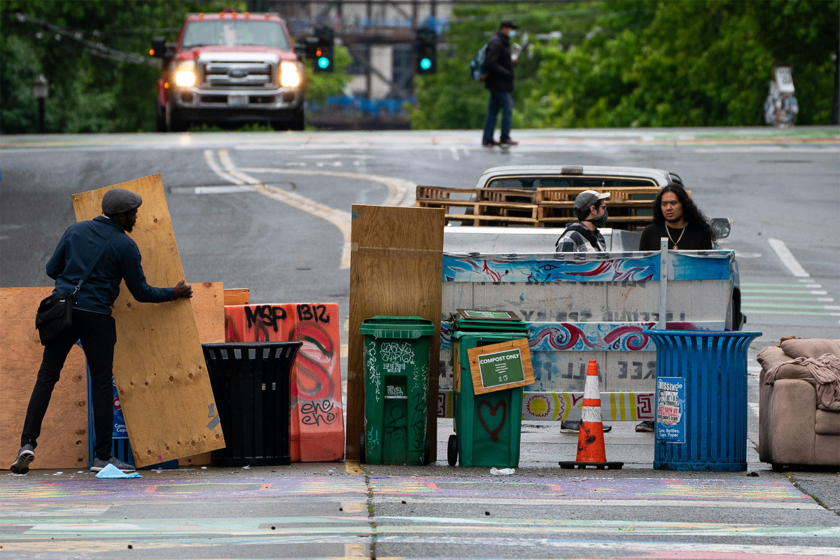 Seattle protesters put up makeshift roadblock near CHOP