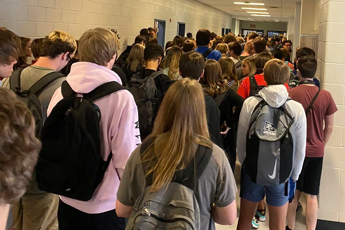 Georgia school reverses suspension of teen over viral photo of crowd