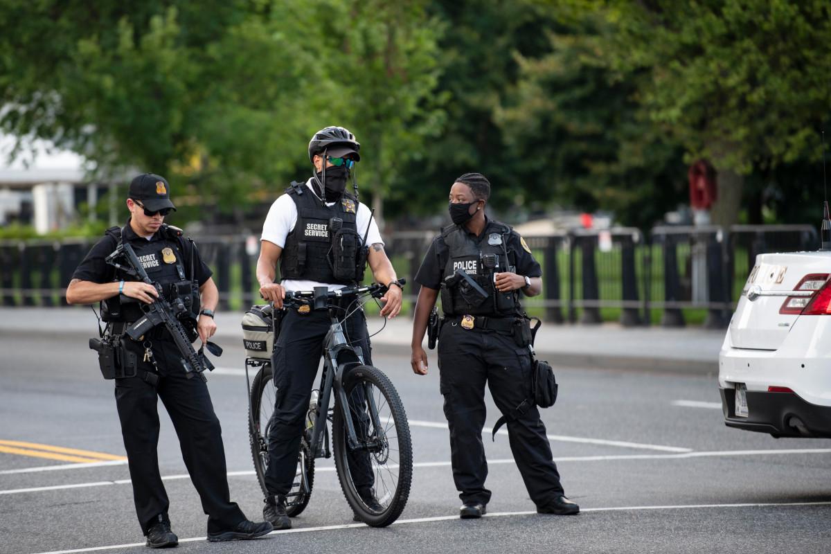 Man shot by Secret Service near White House ran at officer