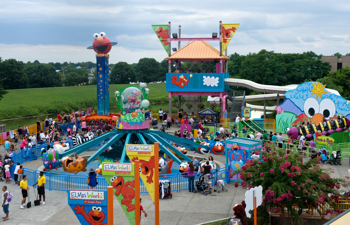Man punches Sesame Place worker over mask requirement