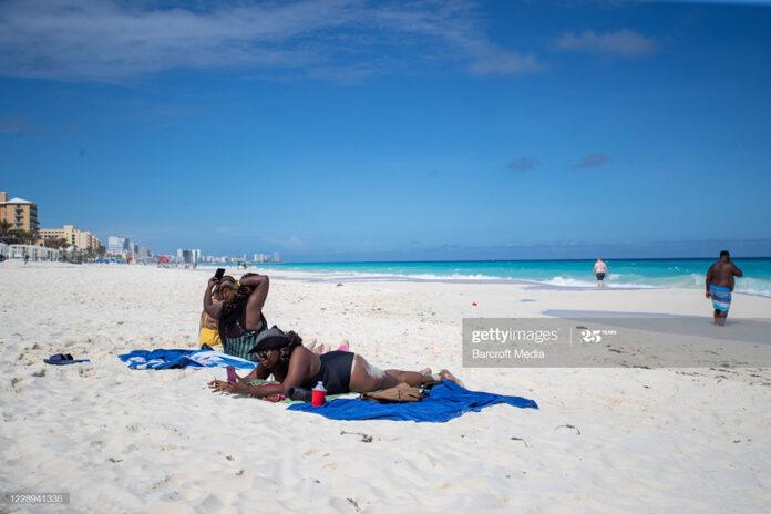 tourists-caribbean